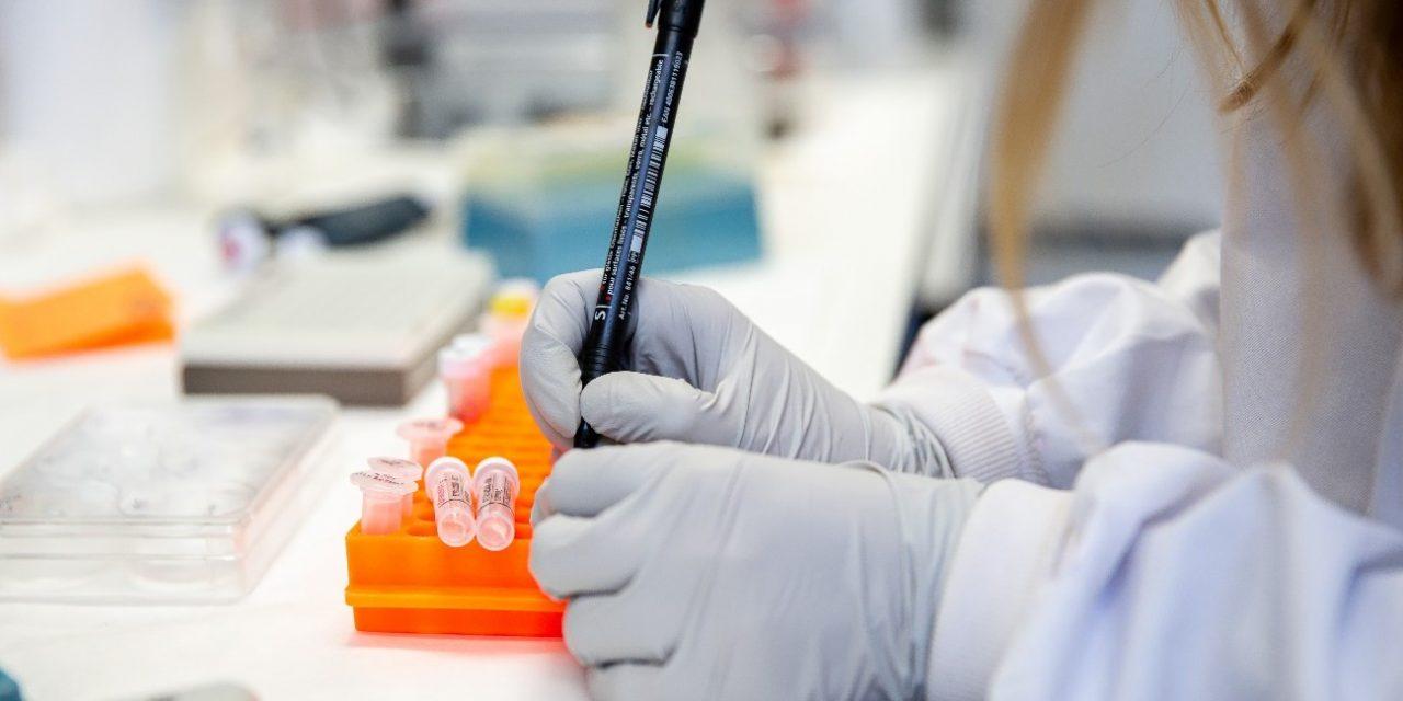Anuncia Rusia la producción de la primera partida de vacuna contra Covid-19