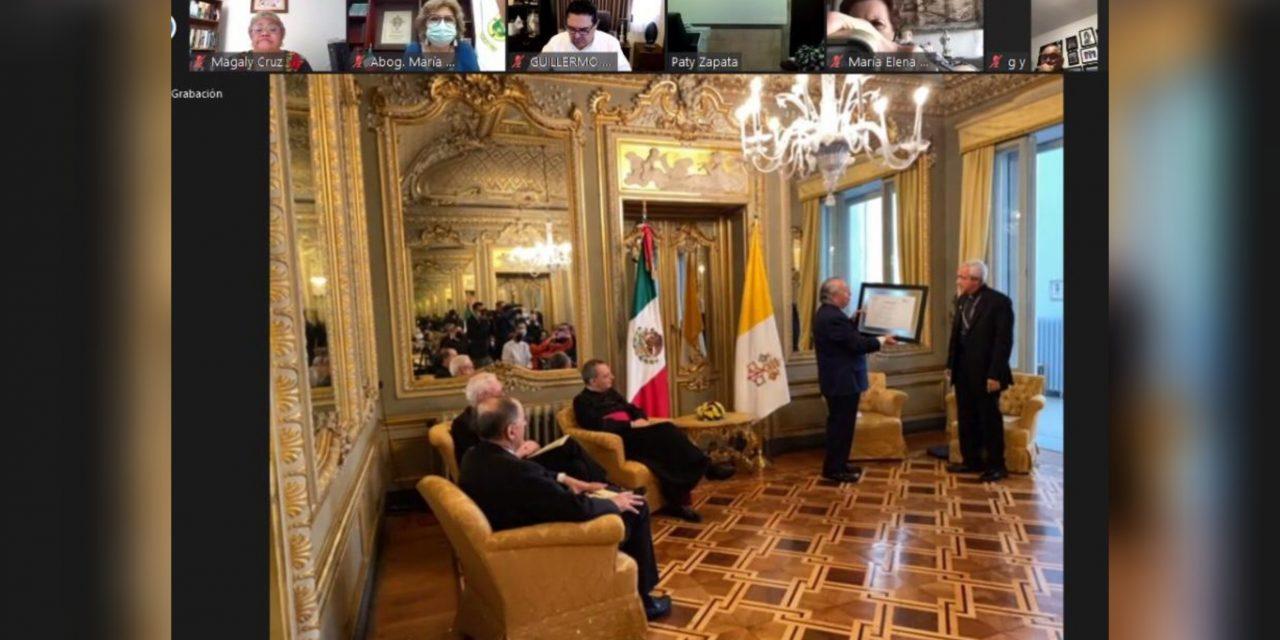 Arzobispo Jorge Carlos Patrón Wong recibe condecoración mexicana