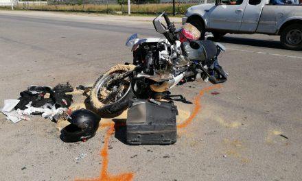 """Al borde de muerte motociclista """"estampado"""" contra camión recolector (Video)"""