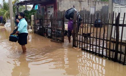 """Siete mil 166 evacuados en costas de Yucatán por huracán """"Delta"""""""