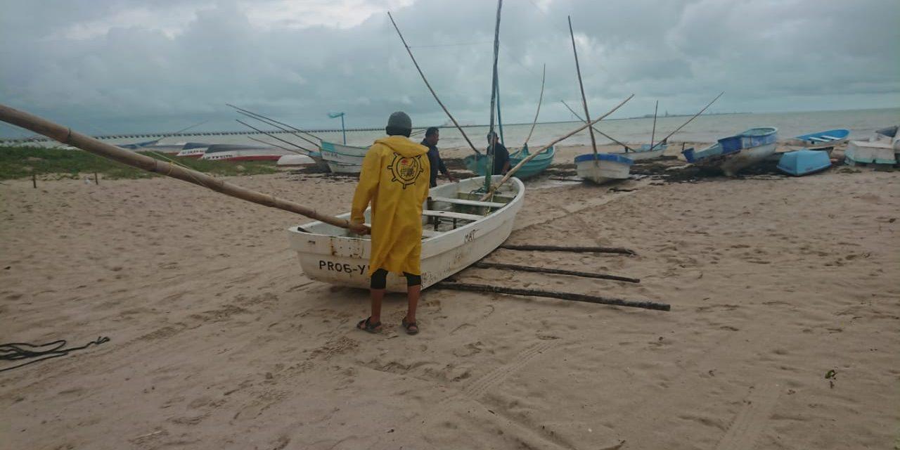 """Desalojan puertos yucatecos en la ruta de huracán """"Delta"""