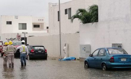 Electrocutada en calle inundada de fraccionamiento Las Américas (Video)