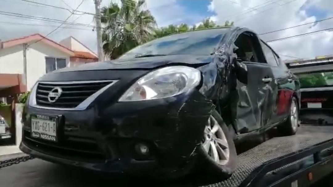 Camioneta en que viajaba Vila Dosal se vuela alto y choca con auto particular
