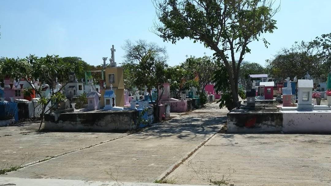 Panteones municipales de Mérida abrirán sábado, domingo y lunes