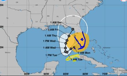 """Retrocede """"Eta"""" y se acercaría a la península de Yucatán como huracán"""