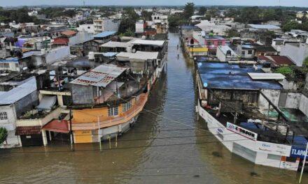 """Inundaciones en Tabasco, en punto """"crítico""""; suman 90 mil afectados"""