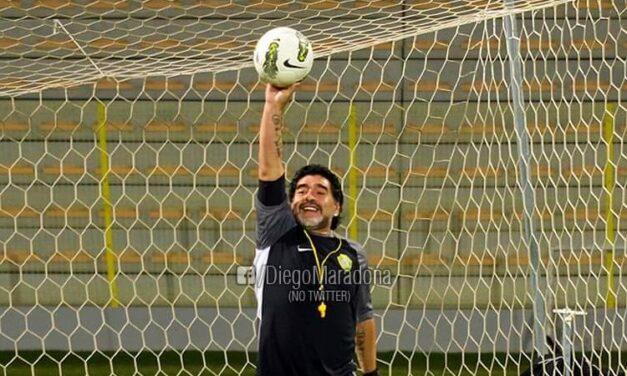 'Sí, pondría una lápida que diga: gracias a la pelota'.- Maradona