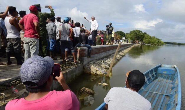 Llega ayuda extranjera y de empresas para damnificados de Tabasco
