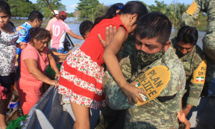 Rescate en Tepetitán, la tierra del presidente, ahora bajo el agua