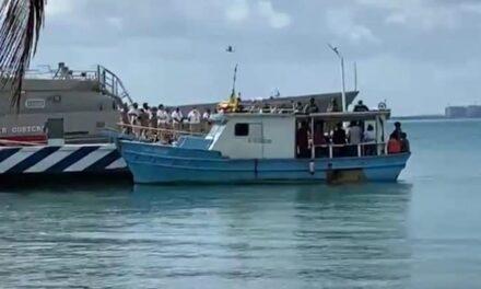 Rescata patrulla naval a 14 cubanos en altamar; llevados a Isla Mujeres