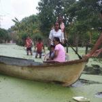 Se refugian en carretera, ante creciente del Grijalva