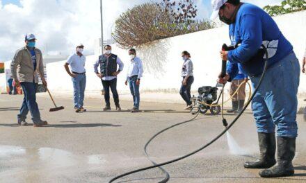 Limpian vialidades afectadas por recientes inundaciones en Mérida