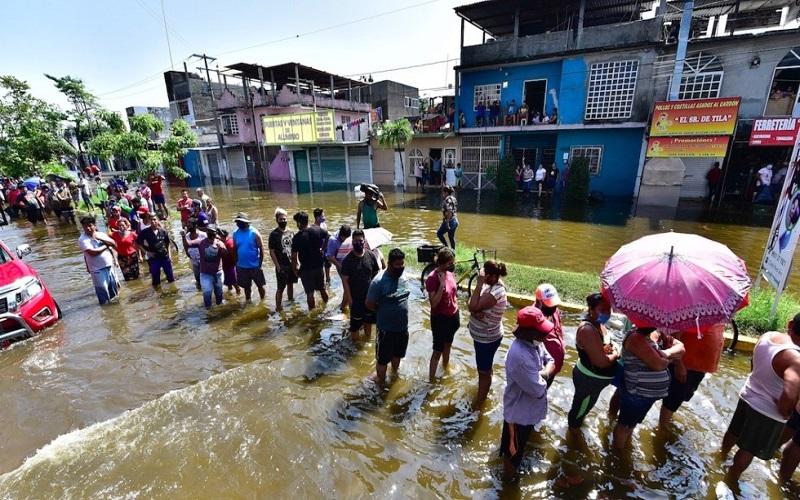 Tabasco, con 200 mil afectados y vienen más lluvias y escurrimientos