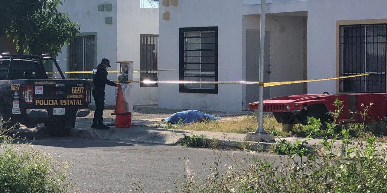 Pensaron que dormía semidesnudo en la puerta de su casa, pero estaba muerto