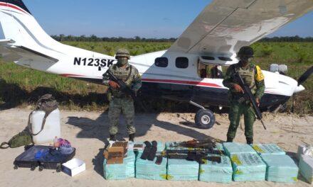 Avioneta con 350 kilogramos de posible cocaína, asegurada en Ciudad del Carmen
