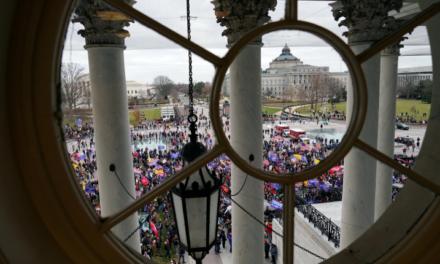 Decretan toque de queda en Washington DC tras irrupción de manifestantes pro Trump al Capitolio