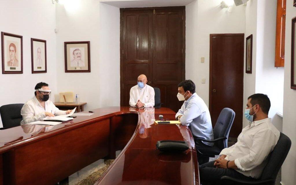 Proyecta UADY operar farmacias en Mérida y Tizimín; formaliza alianza