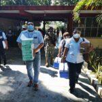 Vacunan a primeros trabajadores de la educación en Campeche