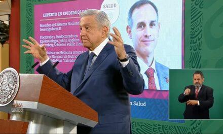 Hugo López-Gatell 'sin par en el mundo', dice AMLO y niega renuncia