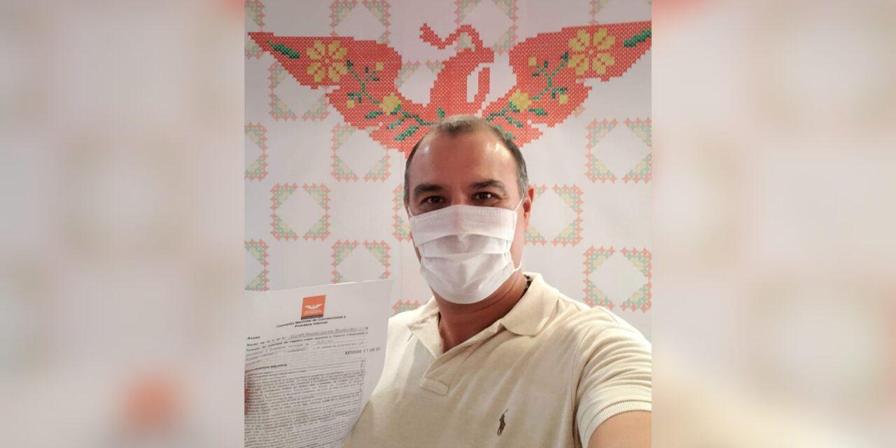 Víctor Cervera Hernández registra su precandidatura por Mérida