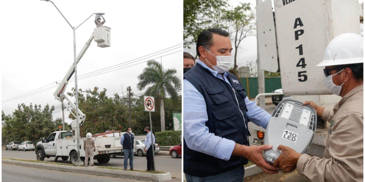 Al 80% rehabilitación de luminarias en avenida internacional de Mérida