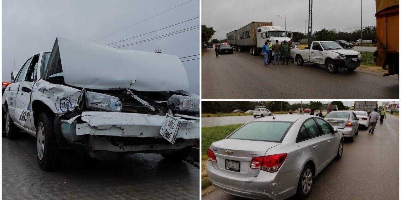 'Carambola' de 11 autos en periférico Mérida por llovizna y piso mojado