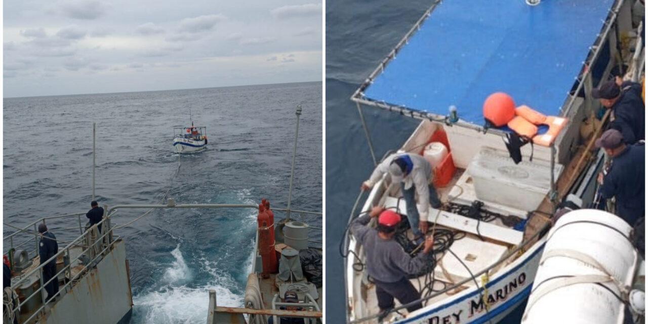 Rescatados 5 pescadores al norte de puerto Progreso; falla motor de lancha