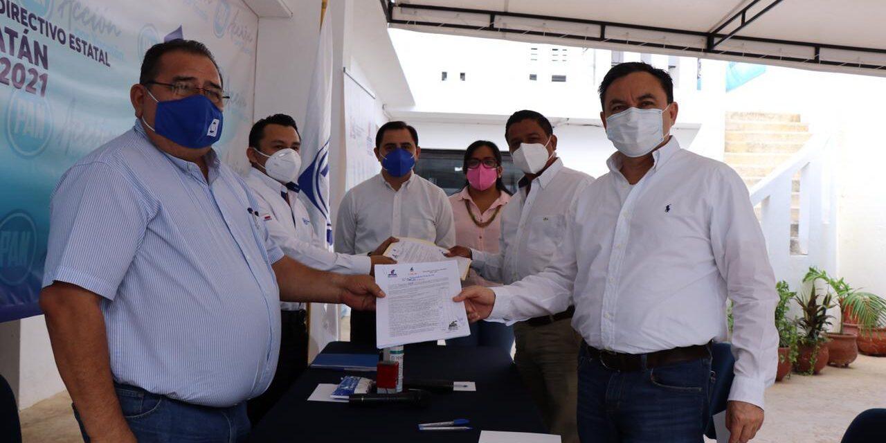 Inscrito Liborio Vidal Aguilar en PAN como precandidato a diputación federal