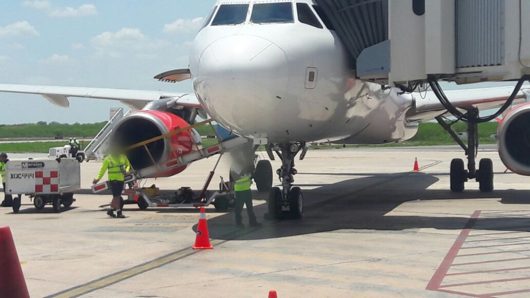 Viaja en vuelo a Mérida, con 129 pasajeros, sospechoso de Covid-19