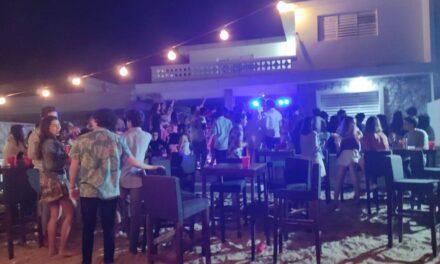 Clausuran fiesta con más de 70 jóvenes en Chicxulub Puerto