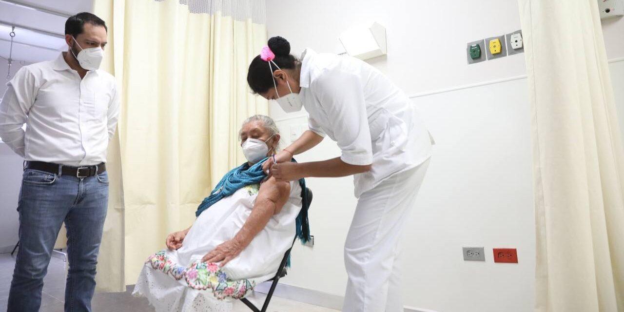 Justina Mex Hau, primera adulta mayor vacunada en Yucatán