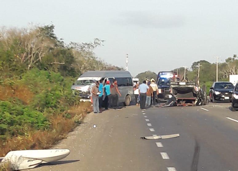 Salvados pasajeros de colectivos en 'encontronazo' sobre la Mérida-Cancún