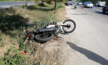 Chocan motociclistas en periférico Mérida y uno resulta grave