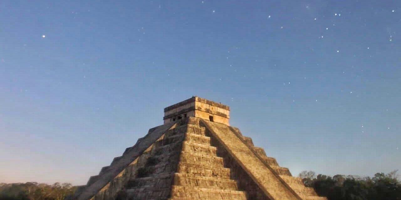 Luna y Sol forman a Kukulcán en Chichén y visitan Dzibilchaltún el mismo día