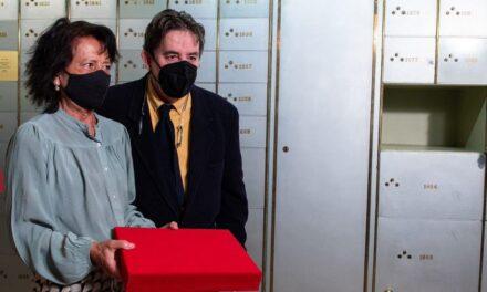 "Recibe Instituto Cervantes manuscrito de Miguel Delibes ""in memoriam"""
