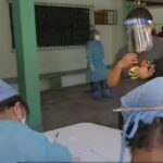 Virus en caída leve: siete abuel@s entre 10 fallecidos