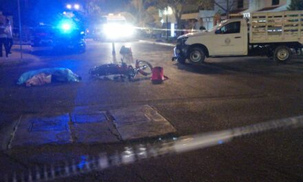 Invade carril en fraccionamiento Montecarlo y mata a motociclista