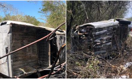 Se retiraban de puerto de San Crisanto y vuelcan; se quema camioneta