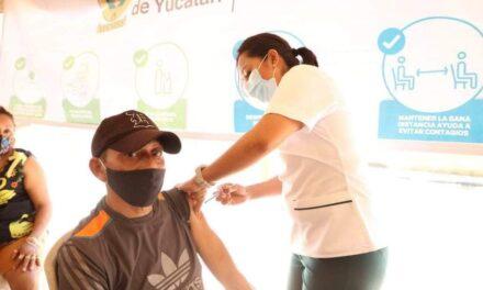 Aceleran vacunación en Mérida y adelantan al segmento de 50-53