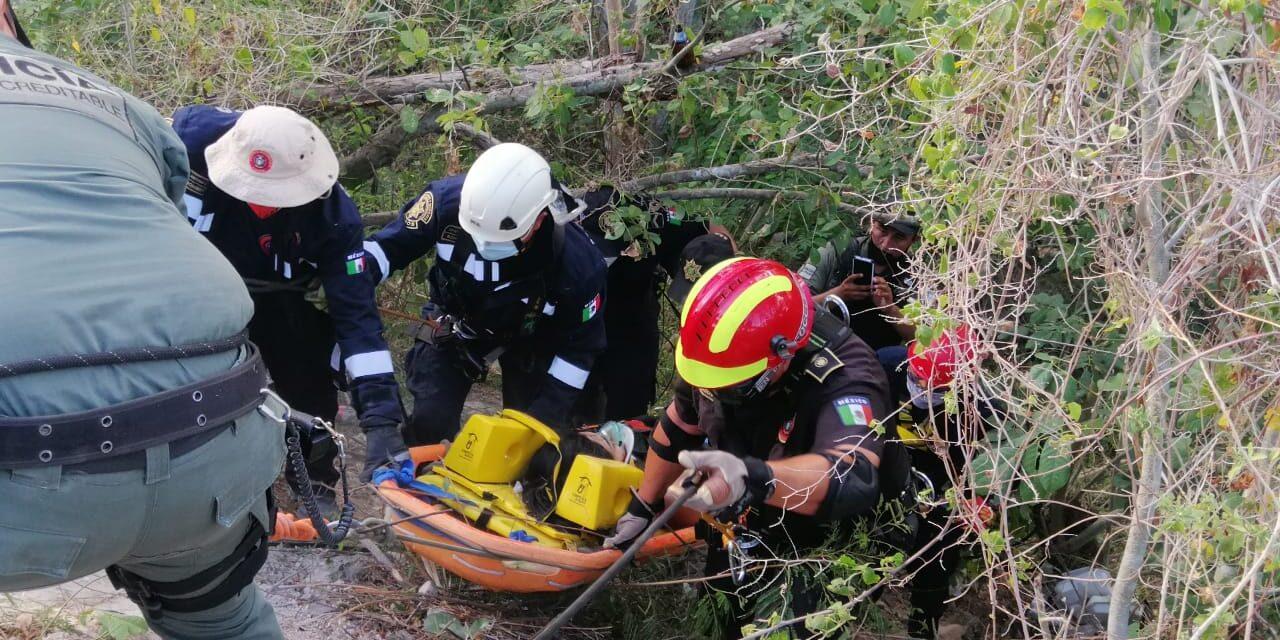 De visita en Mérida y se accidentan a punto de llegar: dos lesionados