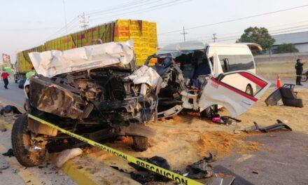 Tráiler, camión y colectivo foráneo: 1 muerto y 15 lesionados