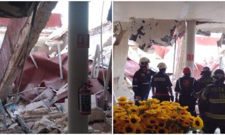Sin lesionados por desplome de techo en tienda Fantasías Miguel, Mérida