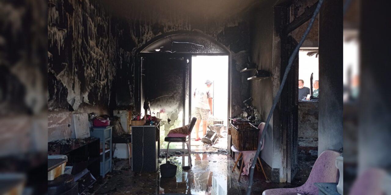 Estética destruida por incendio en centro de Mérida; sin lesionados