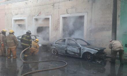 Explota transformador de CFE y se queman tres autos en centro de Mérida