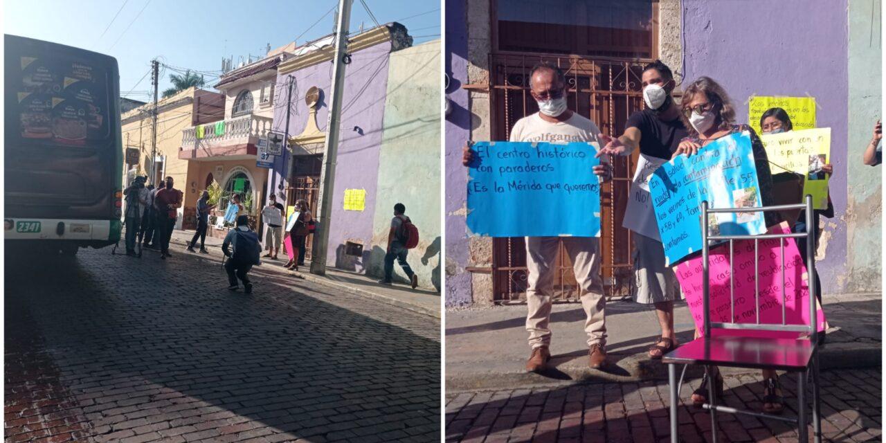 Bloquean dos paraderos de transporte en Santa Lucía, Mérida, y los reubican