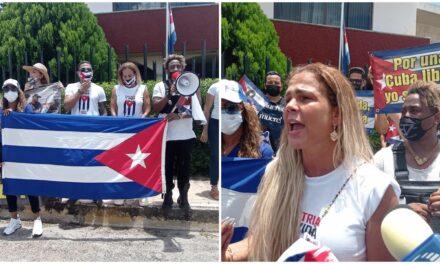 """""""El terror de sufrir más"""", Niurka Marcos en protesta de cubanos en Mérida"""
