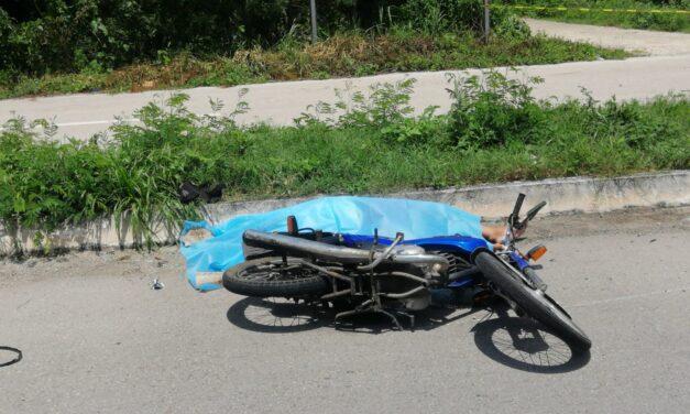 Derrapa moto en la Mérida-Acanceh; muere papá, se salva hija