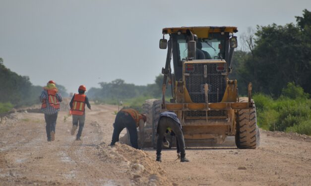 Niegan atrasos en obras del Tren Maya por conflictos de transportistas y mal tiempo